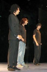 Il trio comico intrattiene il pubblico